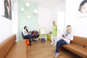 Frauen im Wartezimmer